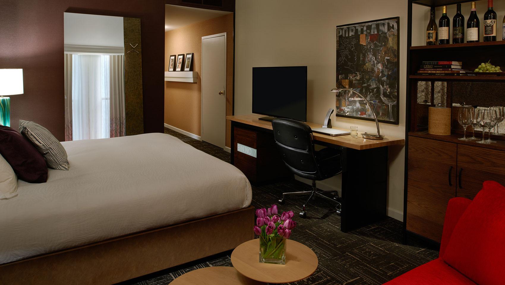 Downtown portland boutique hotel rooms vintage portland for Kimpton hotel decor